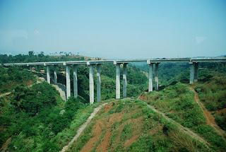 Jembatan Cisomang Bergeser Kendaraan Berat Seperti Truk Dilarang Melintas