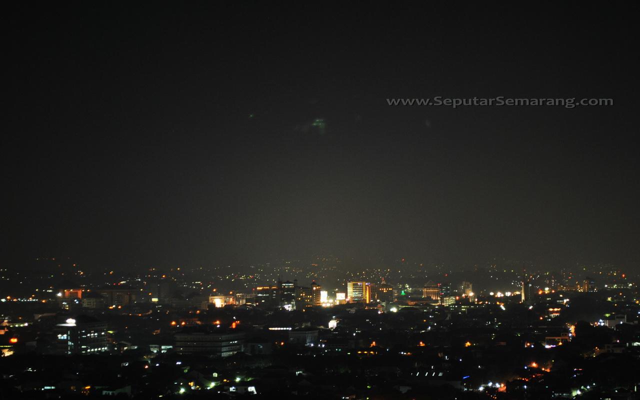 Pemandangan Kota Semarang Malam Hari