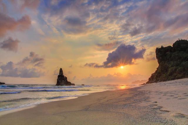 Suasana Sunset Pantai Buyutan