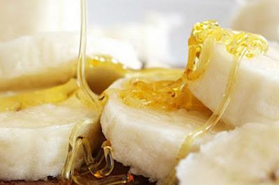 Banane et miel pour prévenir les rides sur les mains
