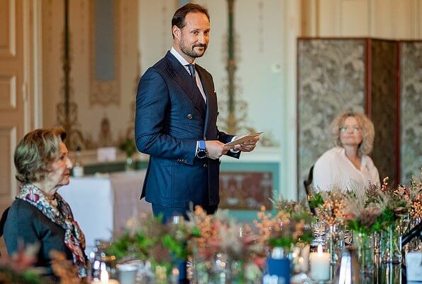 Crown Prince Regent Haakon and Queen Sonja received the health authorities of Norway at the Royal Palace. Crown Princess Mette-Marit