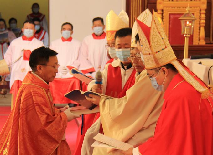 China-Santa Sé: de acordo sobre os bispos, litigam pelos uigures