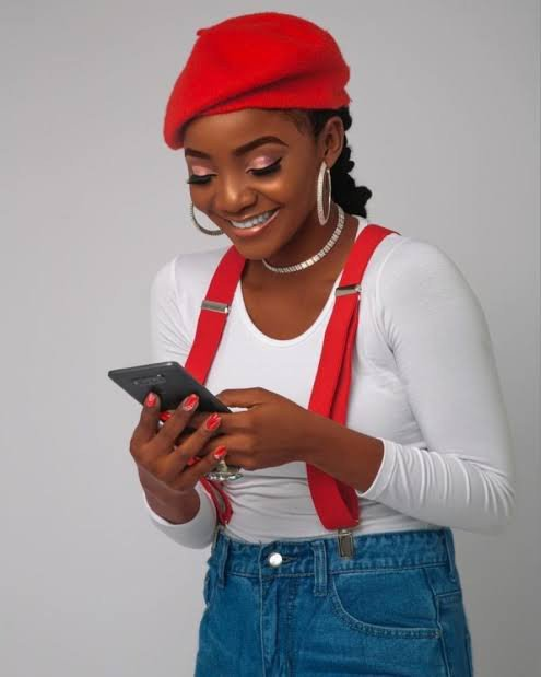 Singer Simi Reacts to those blasting her for saying God chews bubble gum (video)