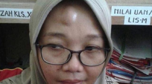 Jidat Guru Perempuan Ini Benjo Setelah Diamuk Muridnya yang Tidak Naik Kelas