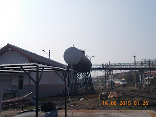 tempat penyimpanan suku cadang CC206 disamping penampung air