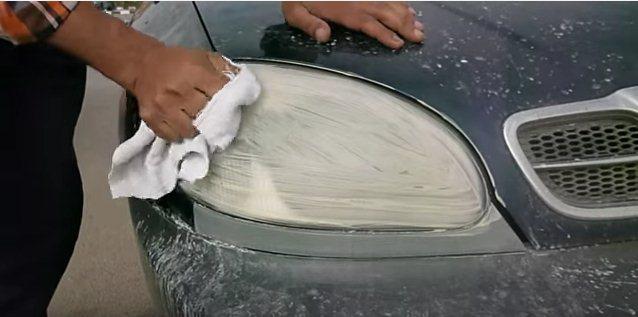 كيف تنظف أنوار سيارتك