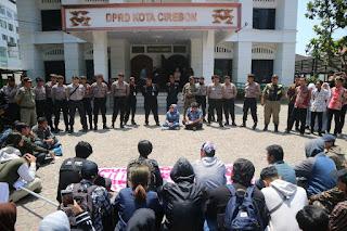 Demo Di Depan DPRD Kota Cirebon, Minta Tolak Kenaikan BPJS