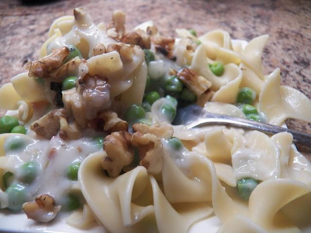 Creamy Peas and Walnut Sauce for Pasta