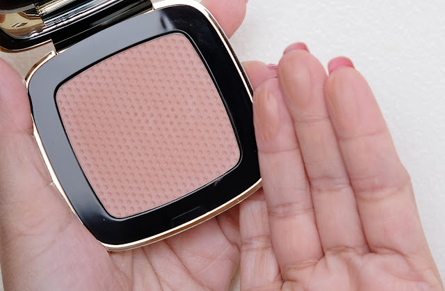 a photo of Claudia Schiffer Blusher Blush Review in shade Hot Sand by Nikki Tiu of www.askmewhats.com