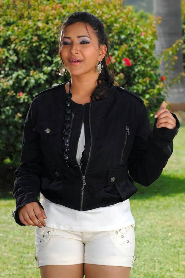 Swetha Basu Hot Thighs