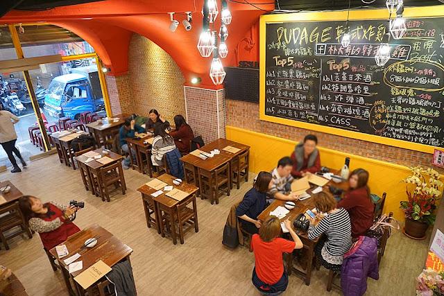 DSC00251 - 熱血採訪│逢甲朴大哥的韓式炸雞3月2日搬家擴大營業囉,下雨天人潮依舊多