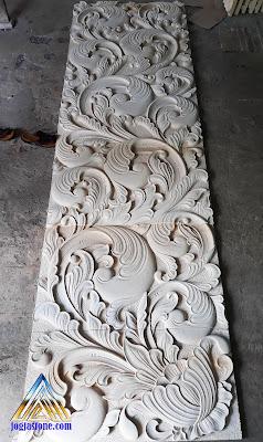 Relief ukiran jawa untuk tempel di dinding dibuat dari batu alam putih