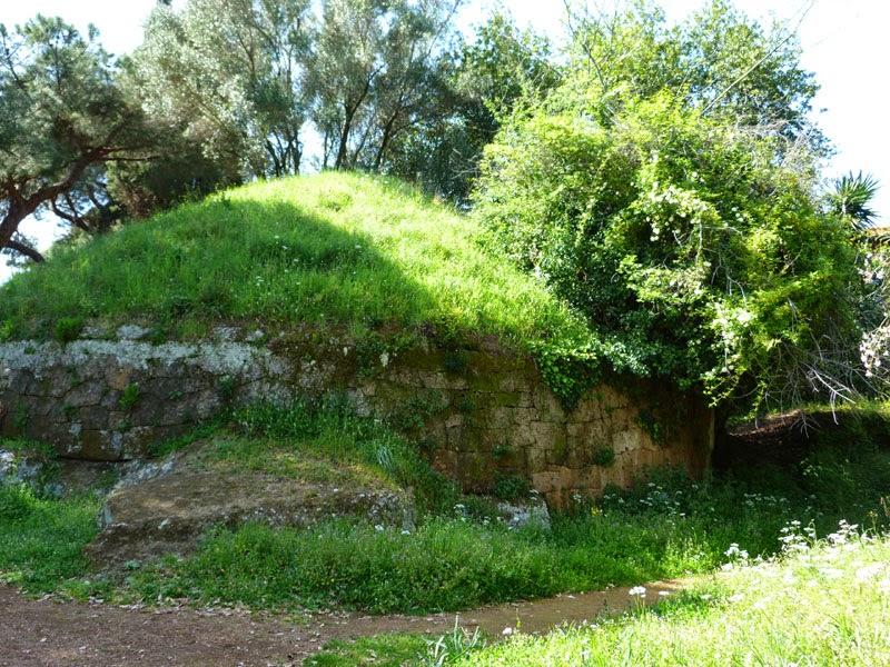 P1010841light - A Necrópole Etrusca de Cerveteri