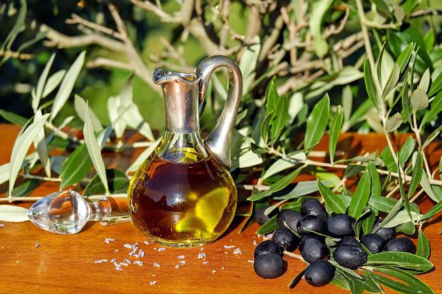 HEART HEALTHY FOODS | ह्रदय के लिए लाभदायक फल और सब्जिया , olive oil