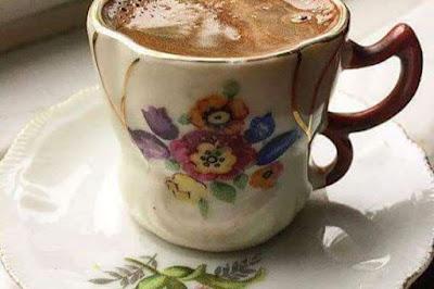 يحتفل عشاق القهوة، في أنحاء مختلفة من العالم، بيوم القهوة العالمي في الأول من شهر تشرين الأول أكتوبر، والذي يصادف امس الثلاثاء.
