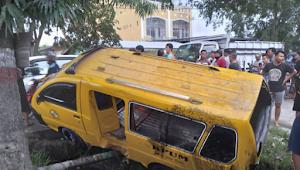 Kecelakaan Lalulintas di Marelan Mengakibatkan Penumpang Angkot Luka-luka