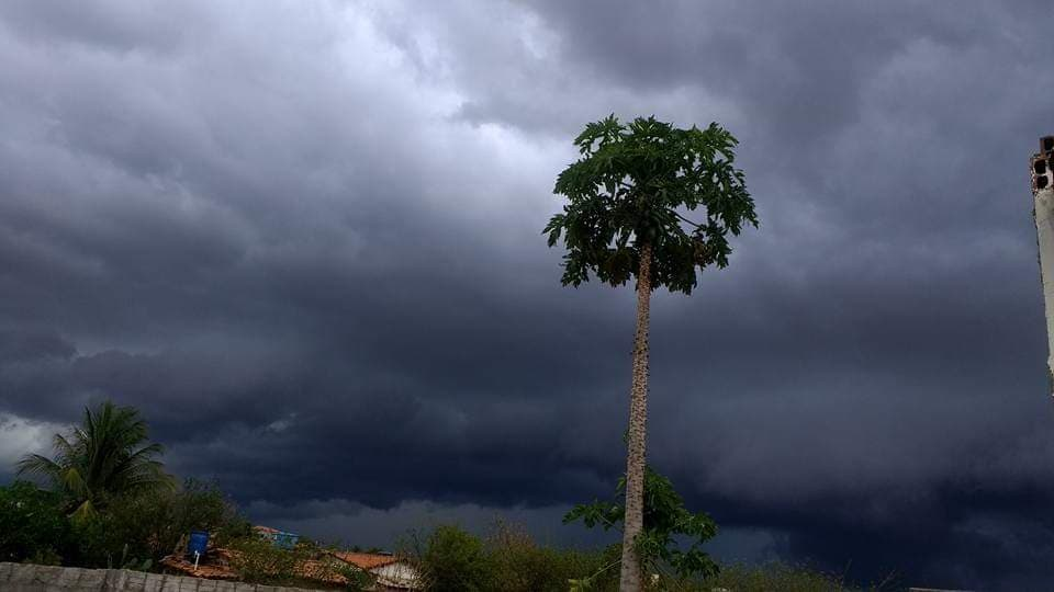 Após dias de calor intenso, chove em Malhada de Pedras e cidades da região