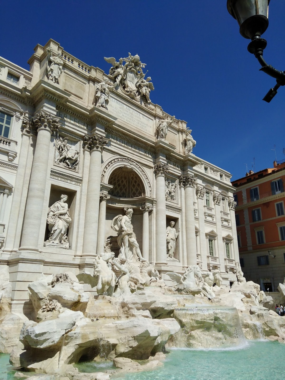 Visiting Trevi Fountain, Travel Apps for Italy