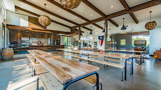 wooden tables and barrels in the Vista brewing dining room