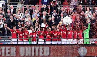 Mourinho Dedikasikan Trofi Community Shield buat Van Gaal