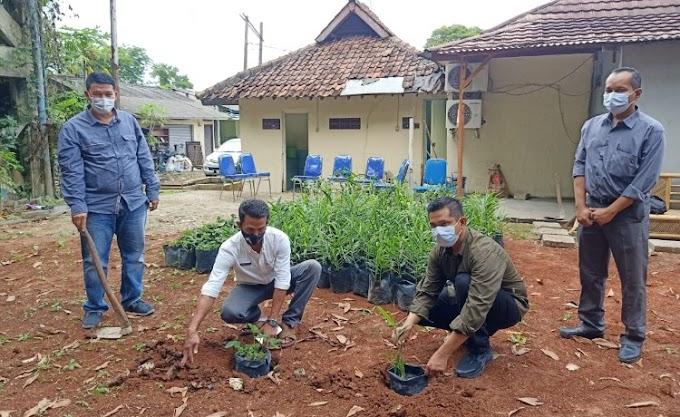 Manfaatkan Lahan Kosong, Sat Intelkam Polresta Tangerang Gadeng Kepala Desa untuk Menanam Pohon