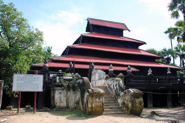 Monasterio Bagaya en Ava (Myanmar)