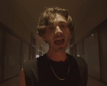 "Greyson Chance lança novo single com clipe ""Bad To Myself"""