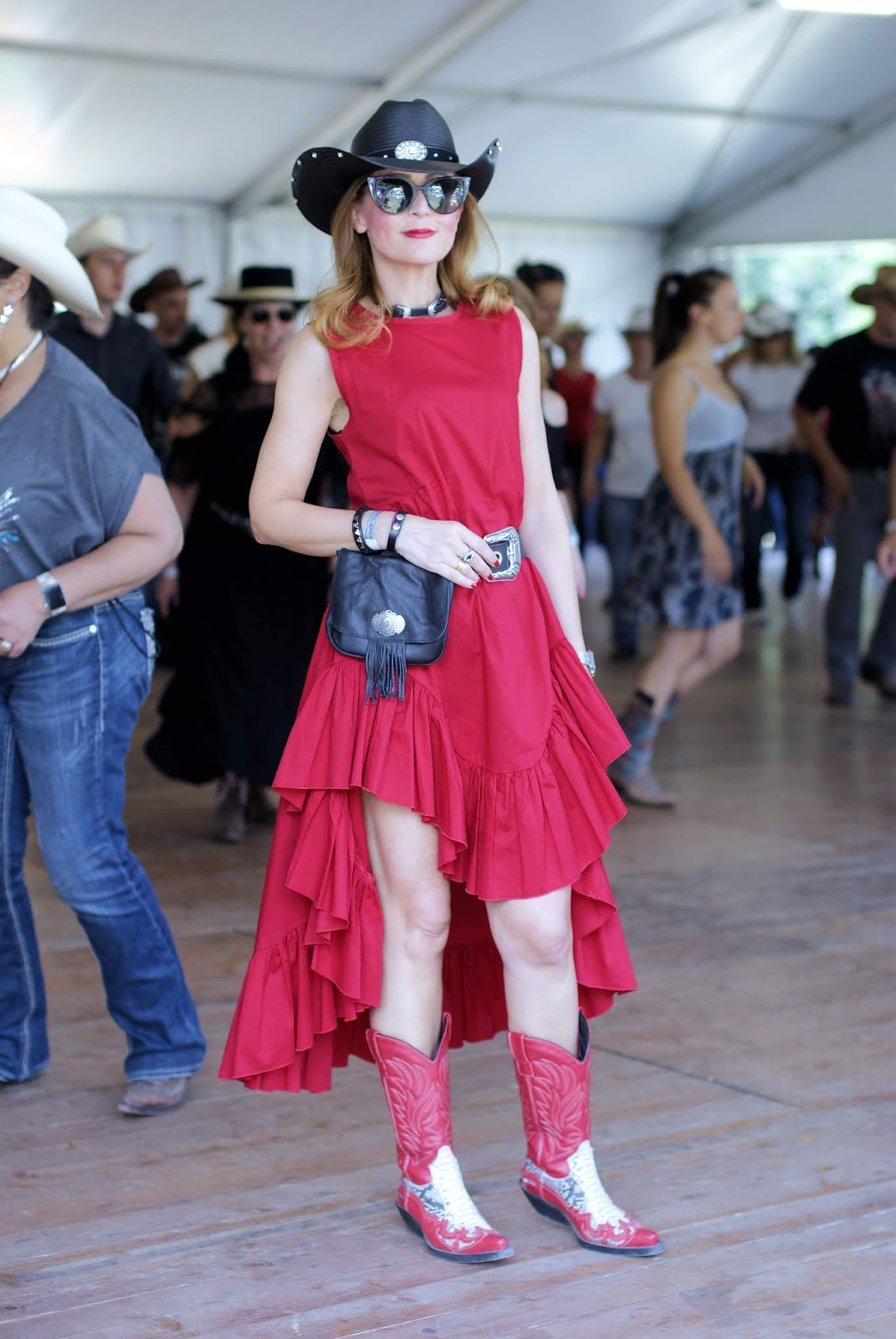 What to wear to go country line dancing: red frilled dress on Fashion and Cookies fashion blog, fashion blogger style