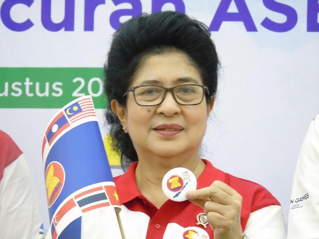 Menteri Kesehatan Nila Moeloek di asean car free day
