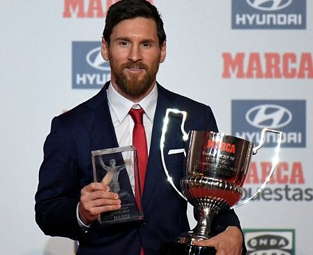 Lionel Messi picks up Pichichi award and Alfredo Di Stefano trophy following successful 2016-17 La Liga campaign (Photos)