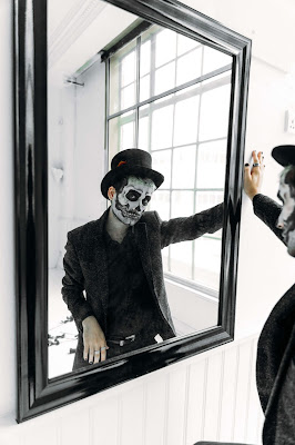 joker looking in the mirror