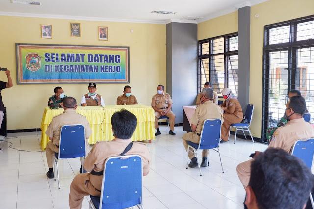 KodimKaranganyar - Silaturahmi Bupati Bersama Tim Medis Puskesmas dan Relawan Sekecamatan Kerjo