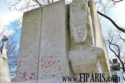 مقبرة بير لاشيز Père Lachaise Cemetery  أكبر مقبرة في باريس قبر وايلد. ويبدو