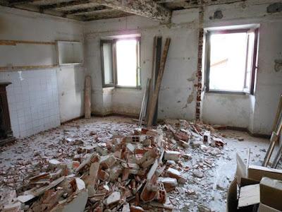 demolizione-di-una-parete-in-laterizio