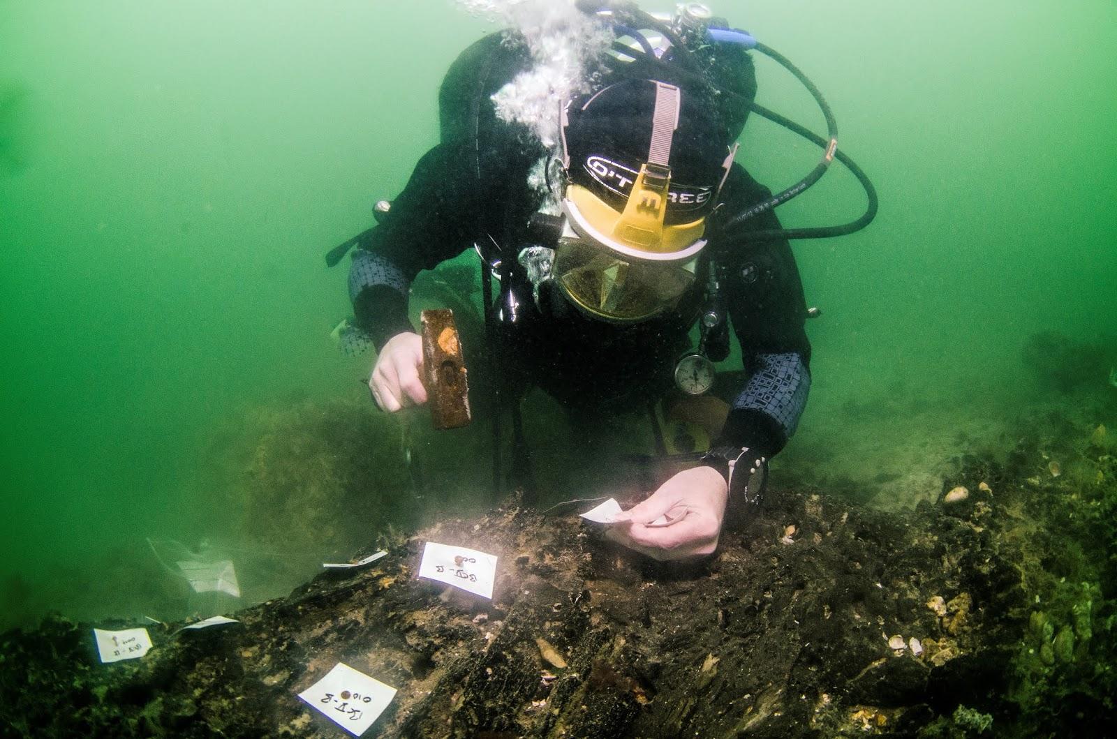 Trabajos arqueológicos en la gran plataforma de madera del Mesolítico hallada sumergida cerca de la isla de Wight (R.U.). Foto: Maritime Archaeology Trust