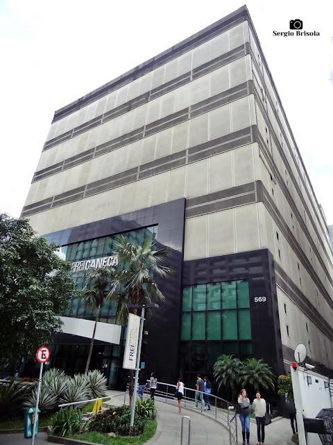 Vista ampla da fachada e lateral do Shopping Frei Caneca - Consolação - São Paulo