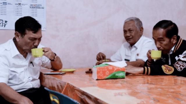 Arief Poyuono: Jokowi Harus Jatuhkan Sanksi untuk Menteri yang Datangkan TKA di Era Pandemi