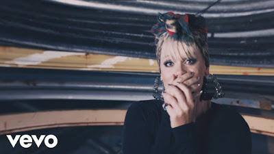Pink's Backstage Affair In Her New 'Secrets' Musique Video