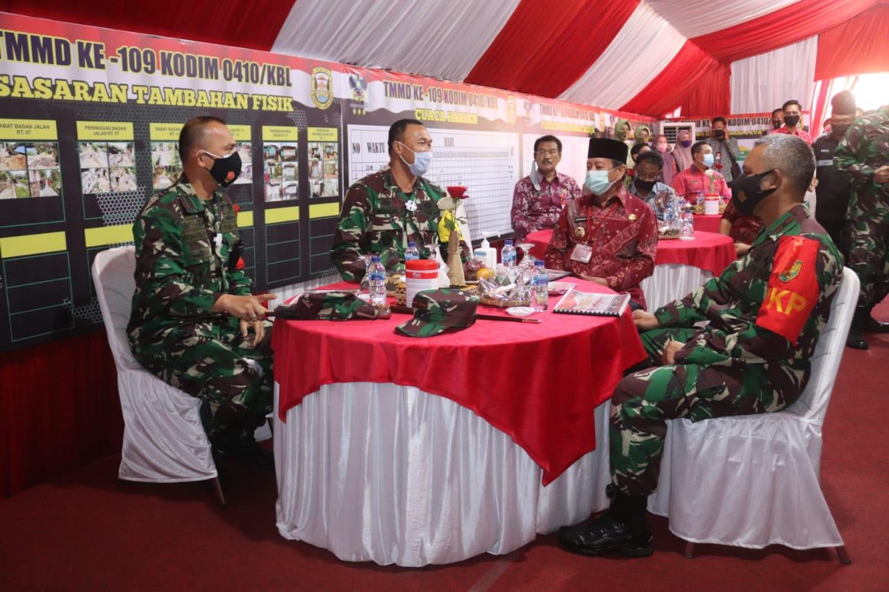Tim Wasev Paban IV/Faskon Slog TNI Kolonel Czi I Nengah Wira Atmaja beserta rombongan melaksanakan Wasev dalam rangka TMMD Ke-109