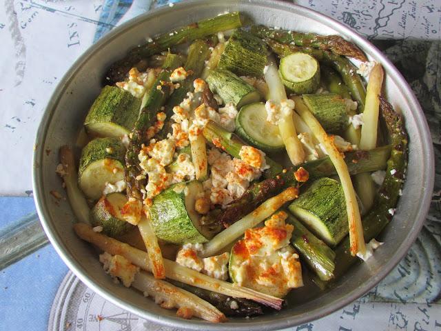 Szparagi zapiekane z serem Feta