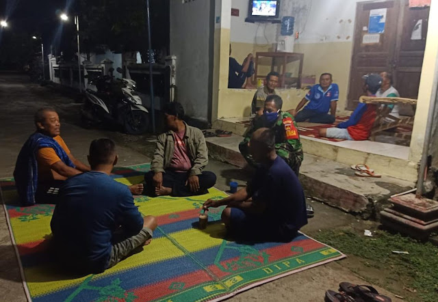 KodimKaranganyar - Cegah Corona dan Curanmor Babinsa Popongan Laksanakan Patroli Malam Sambangi Warga di Wilayah Binaannya