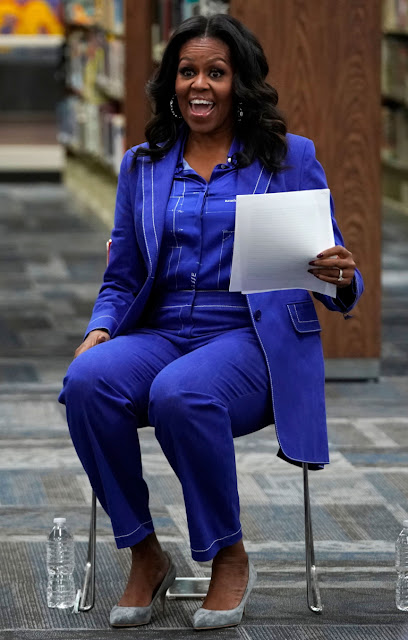 https://www.whowhatwear.co.uk/michelle-obama-book-tour-outfits/slide19