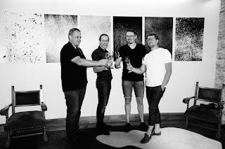 """Klub Fotograficzny """"Źródło"""". Wystawa fotografii odklejonej. Saalbach-Hinterglemm, Austria, 2017."""