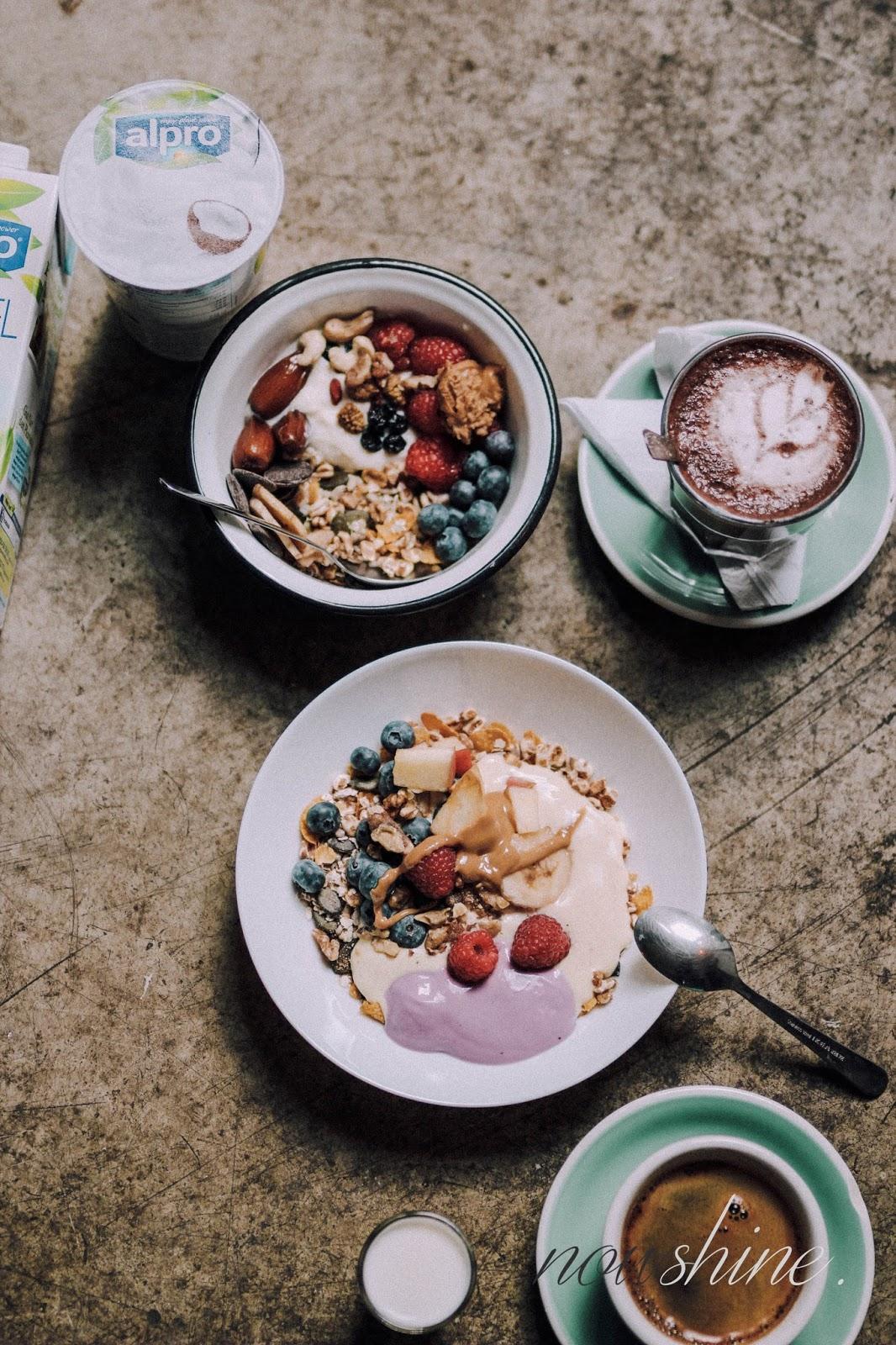 Haferflocken Rezept mit Mandeldrink und Joghurtalternative von Alpro Nowshine ü40 Lifestyle Blog