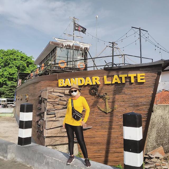 Cafe Kapal Bandar Latte Kediri Jawa Timur