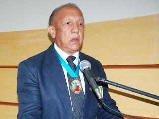 Reveja: O Professor Abnael Machado de Lima