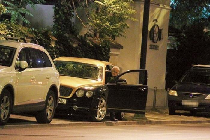Pentru întâlnire, Irinel şi-a scos din garaj superbul Bentley de 150.000 de euro