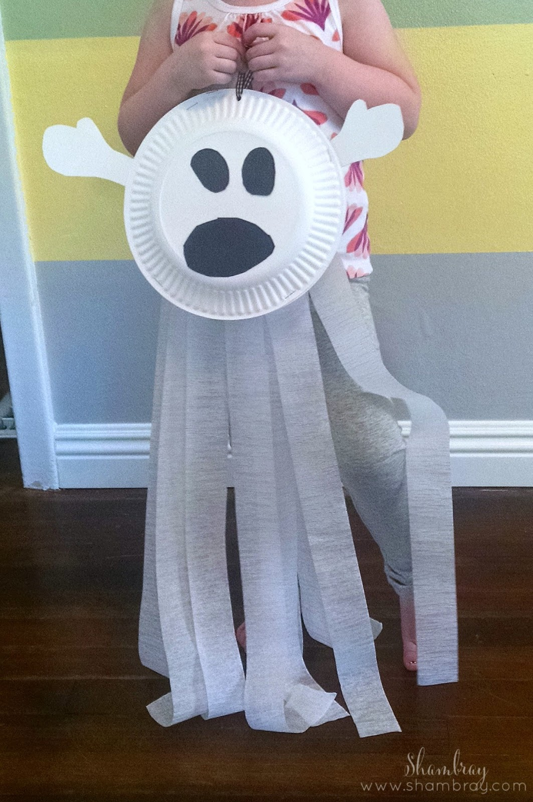 Paper Plate Ghost. 31 Kid Friendly Things to do in October & Shambray: 31 Kid Friendly Things to do in October