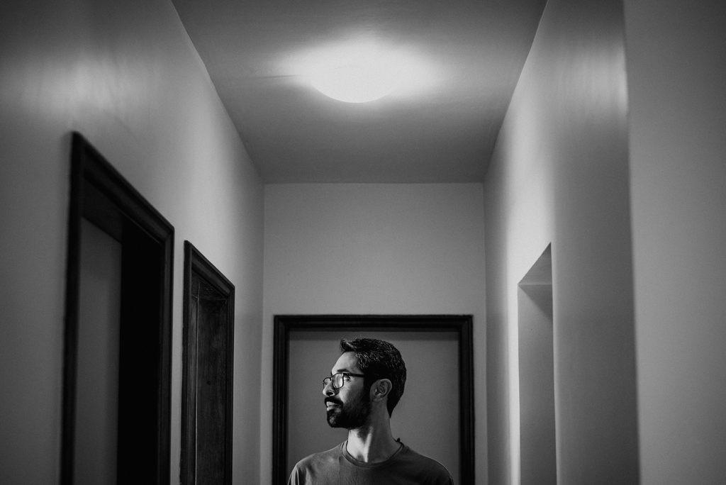 """""""Cancela o Canto"""" é omais novo single do cantor Pessoa. A canção é uma parceria com o escritor BrenoFernandes, autor dos versos que refletem sobre as angústias provocadas pelocancelamento nas redes sociais."""