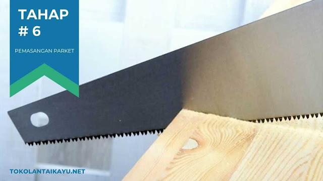 cara pasang lantai kayu #6 : Memotong Bagian Parket Untuk Area Yang tidak Tertutupi